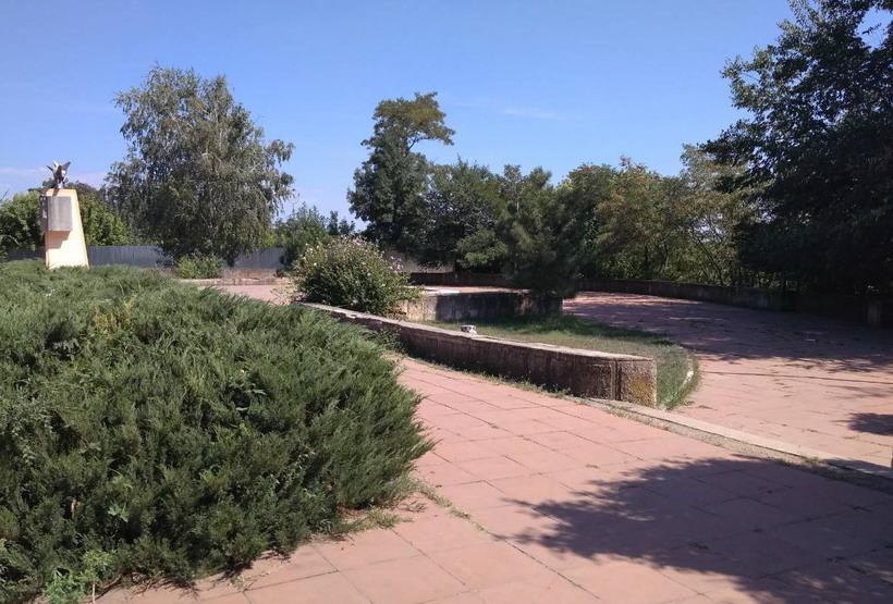 Название: Памятник в честь электростанции в Тирасполе.jpg Просмотры: 353  Размер: 159.9 Кб