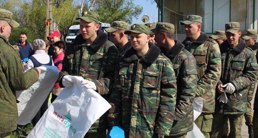 Название: Солдаты Армии ПМР на субботнике.JPG Просмотры: 45  Размер: 196.9 Кб