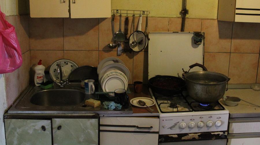 Название: Владимировка - многдетная семья 1. Кухня и плита.JPG Просмотры: 15  Размер: 165.2 Кб