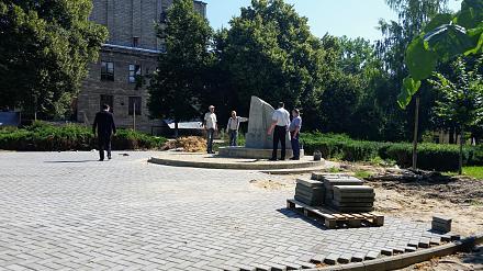 Нажмите на изображение для увеличения Название: установка памятника у ДК Ткаченко.jpg Просмотры: 292 Размер:131.8 Кб ID:22600