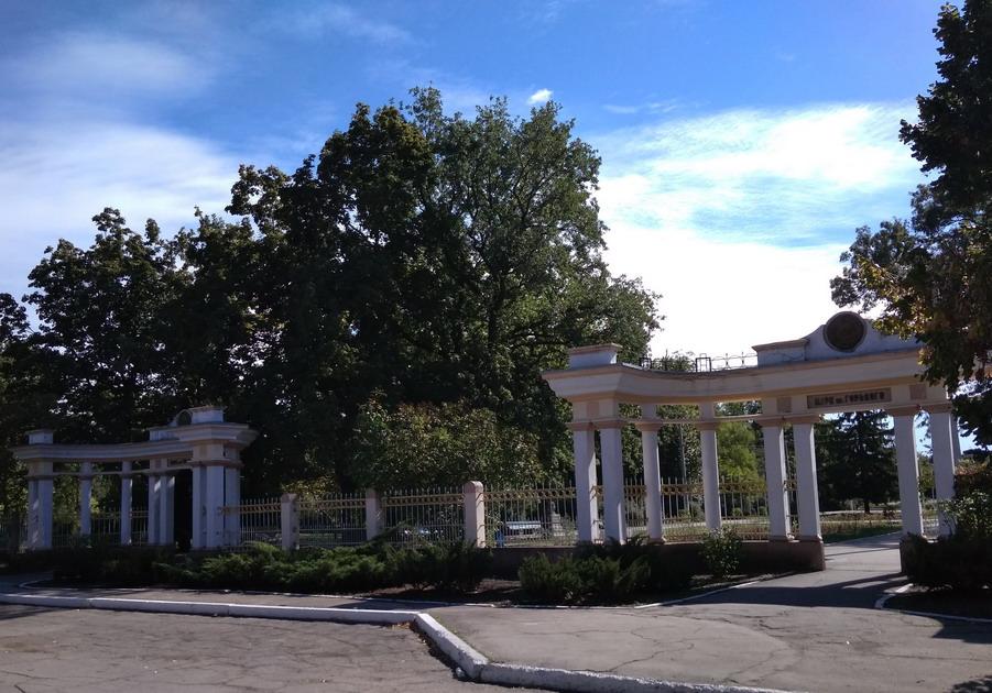 Название: Парк Горького - вход  в Бендерах.jpg Просмотры: 146  Размер: 195.3 Кб