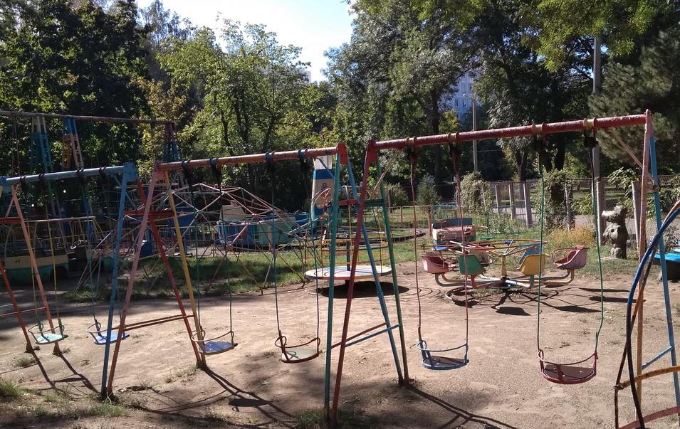 Название: Детские качели в парке Горького.jpg Просмотры: 97  Размер: 307.9 Кб