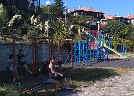 Нажмите на изображение для увеличения Название: Детская площадка в Несебре.jpg Просмотры: 194 Размер:160.7 Кб ID:19152