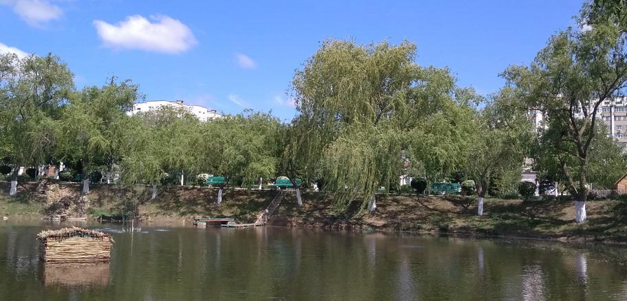 Название: Тирасполь - озеро с лебедями.jpg Просмотры: 2207  Размер: 162.7 Кб