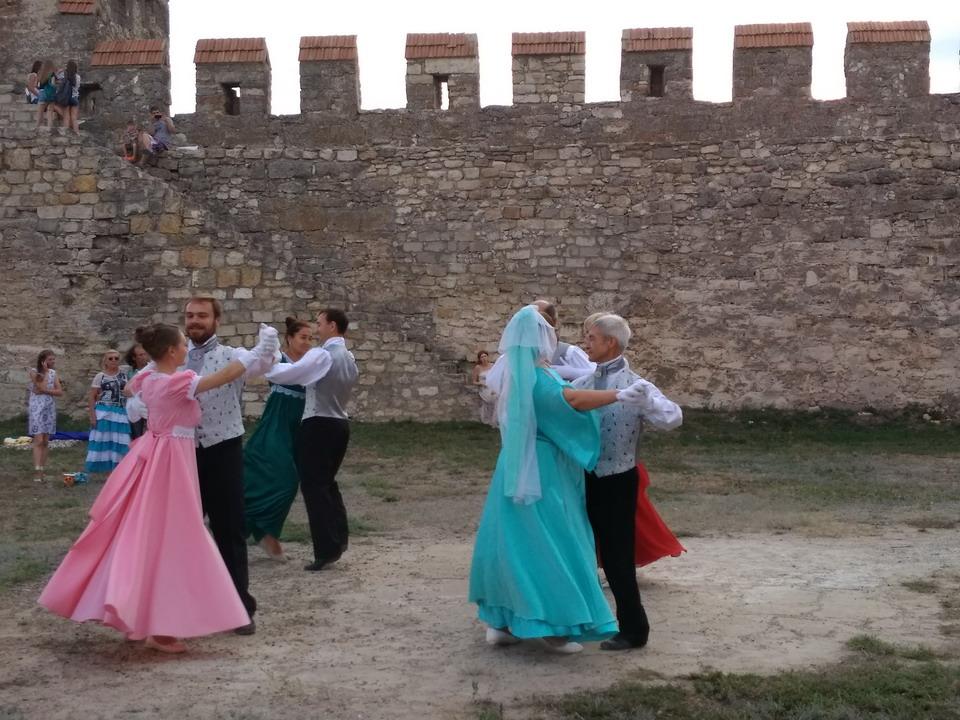 Название: Танцы в крепости.jpg Просмотры: 62  Размер: 224.0 Кб