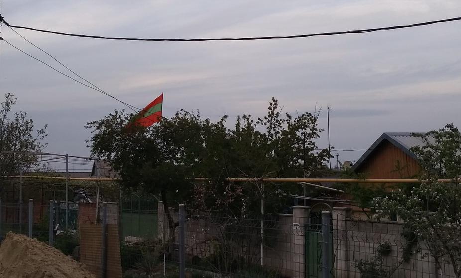 Название: Флаг ПМР во дворе.jpg Просмотры: 2101  Размер: 136.1 Кб
