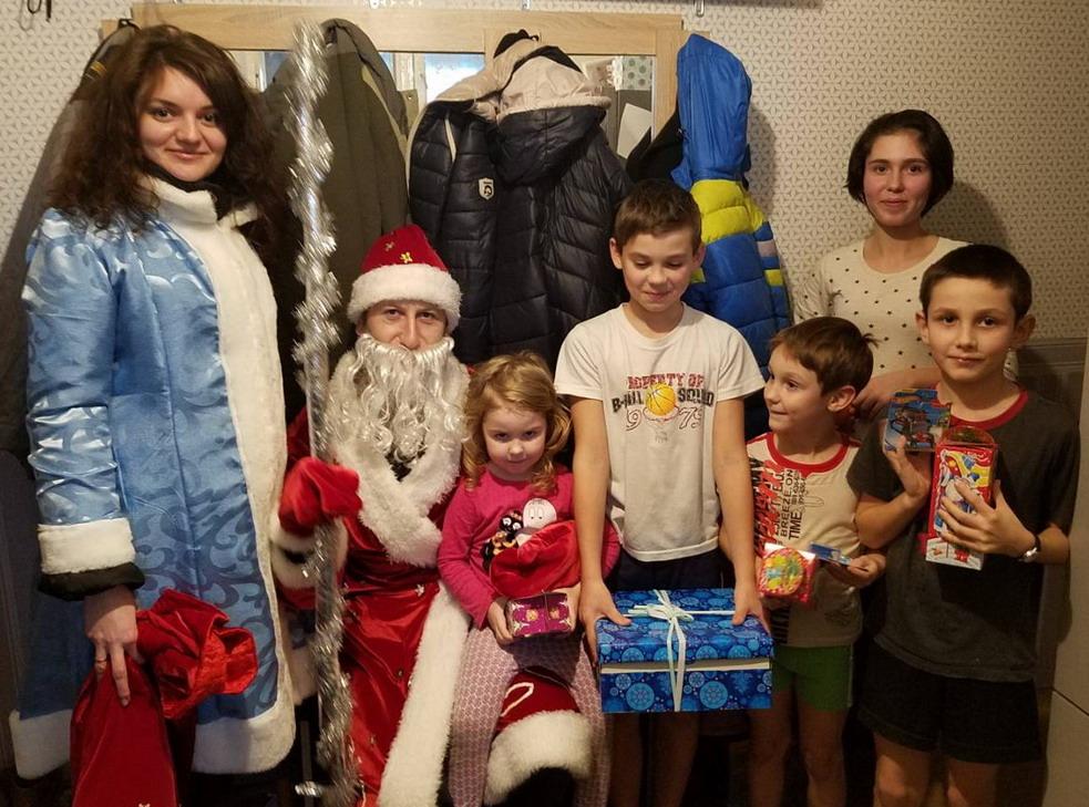 Название: 6 детей - ДМ и Снегурочка.jpg Просмотры: 75  Размер: 225.6 Кб