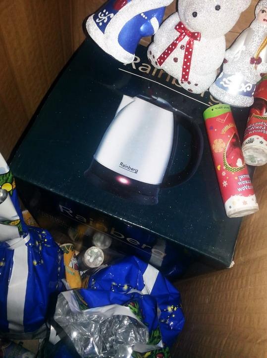 Название: Михаилу чайник и подарки.jpg Просмотры: 39  Размер: 113.5 Кб