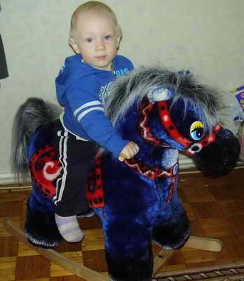 Название: Сын на деревянной лошадке.jpg Просмотры: 645  Размер: 24.4 Кб