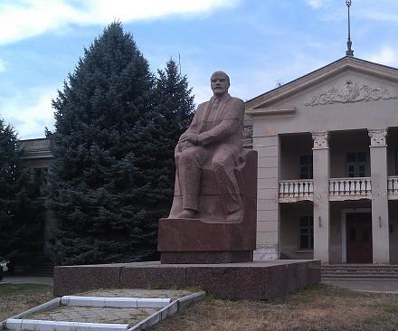 Нажмите на изображение для увеличения Название: Памятник Ленину в Чобручах.jpg Просмотры: 213 Размер:102.5 Кб ID:16840