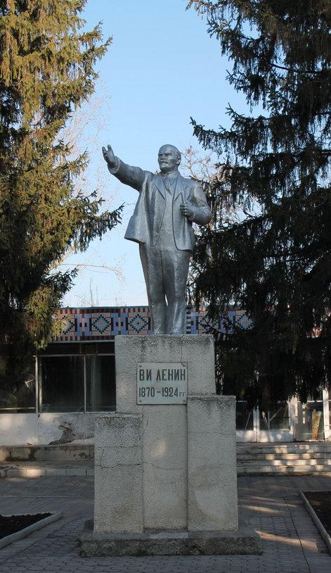 Название: Памятник Ленину в Григориополе.JPG Просмотры: 500  Размер: 128.5 Кб