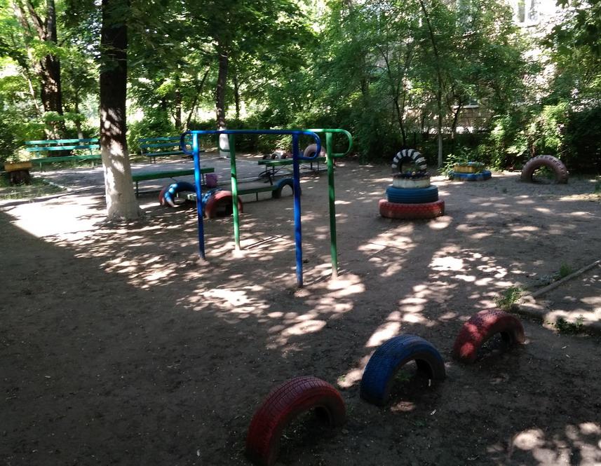 Название: Детская площадка с шинами.jpg Просмотры: 196  Размер: 242.9 Кб