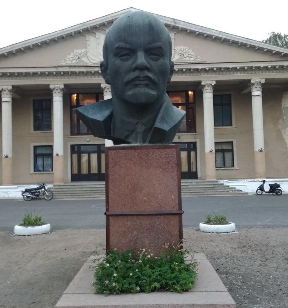 Название: Ленин в Кицканах.jpg Просмотры: 133  Размер: 207.6 Кб