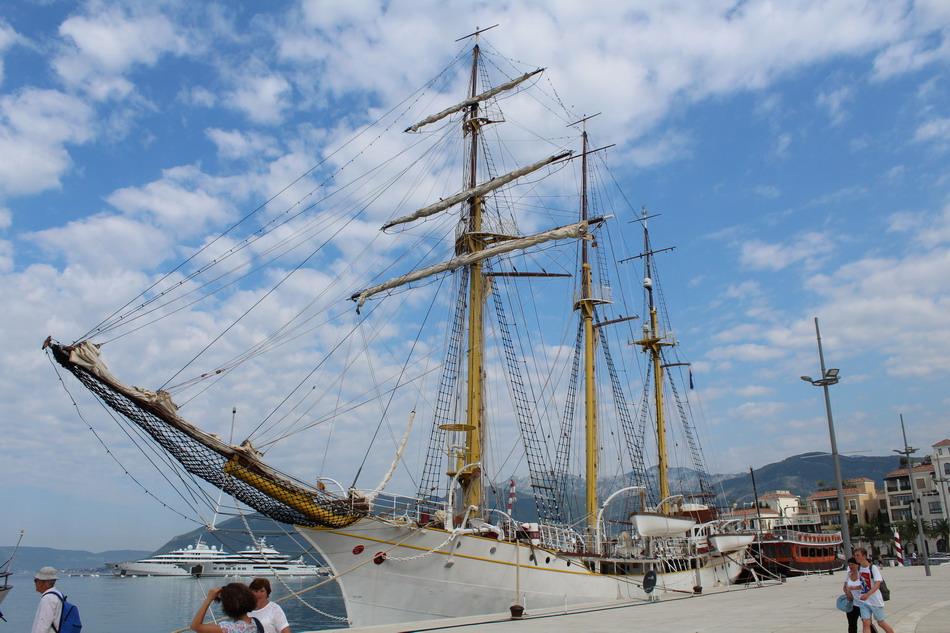 Название: Корабль в Черногории.JPG Просмотры: 42  Размер: 197.6 Кб
