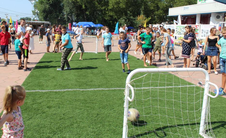 Название: Футбол на траве в Тирасполе.JPG Просмотры: 34  Размер: 284.1 Кб