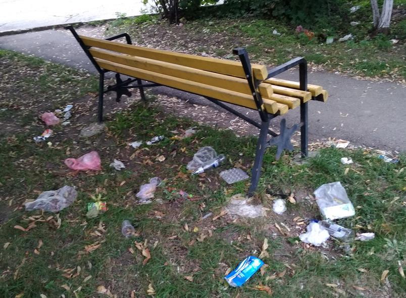 Название: 2 скамейки Электромаш в мусоре.jpg Просмотры: 84  Размер: 210.2 Кб