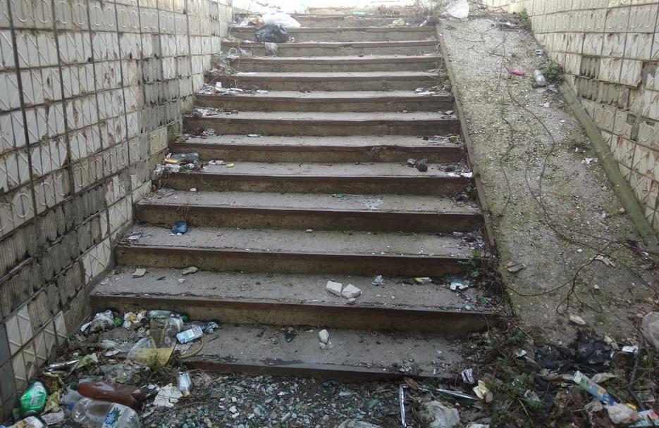 Название: Тирасполь - мусор в переходе.jpg Просмотры: 23  Размер: 227.4 Кб