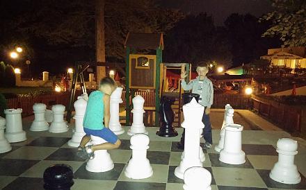 Нажмите на изображение для увеличения Название: Гигантские шахматы для детей.jpg Просмотры: 310 Размер:80.7 Кб ID:19176