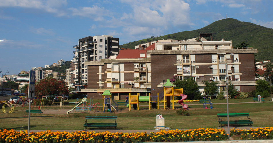 Название: Детская площадка в Черногории.JPG Просмотры: 53  Размер: 184.1 Кб