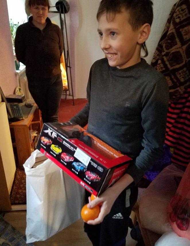 Название: Мальчик и машинка на пульте.jpg Просмотры: 75  Размер: 144.3 Кб