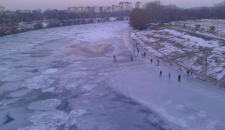 Нажмите на изображение для увеличения Название: Замерзший Днестр с людьми.jpg Просмотры: 328 Размер:65.3 Кб ID:20688