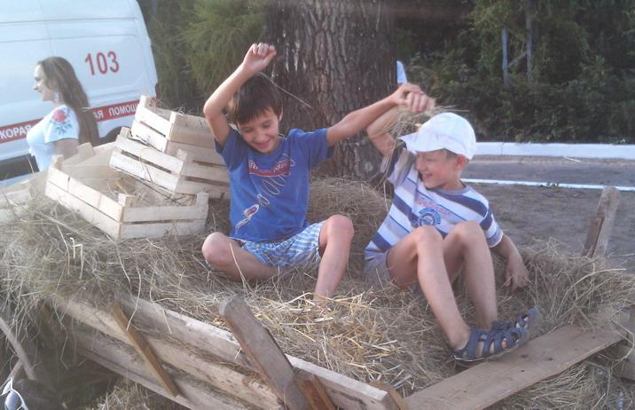 Название: Дети на сене.jpg Просмотры: 136  Размер: 123.0 Кб