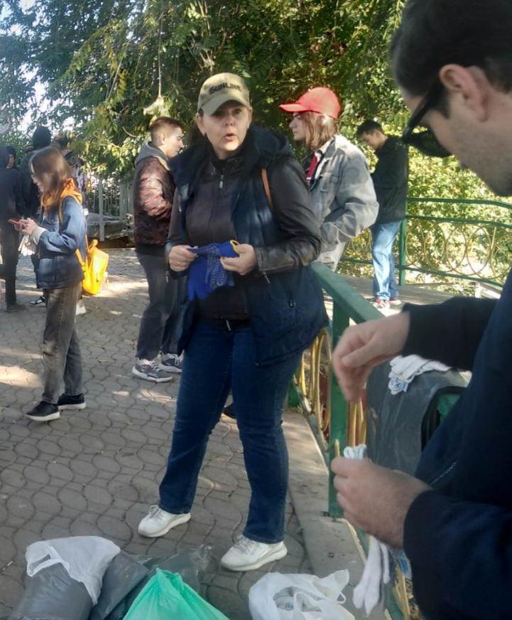 Название: Волонтеры перед уборкой.jpg Просмотры: 24  Размер: 109.3 Кб