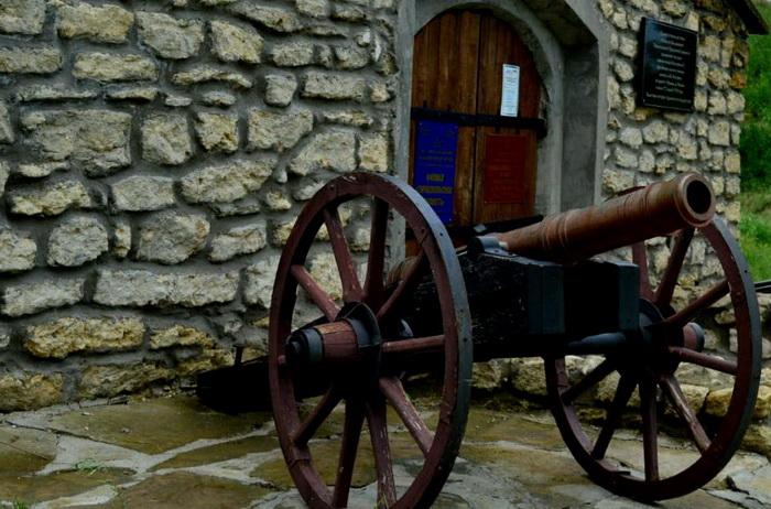 Название: Пушка у замка в Тирасполе.JPG Просмотры: 104  Размер: 149.0 Кб
