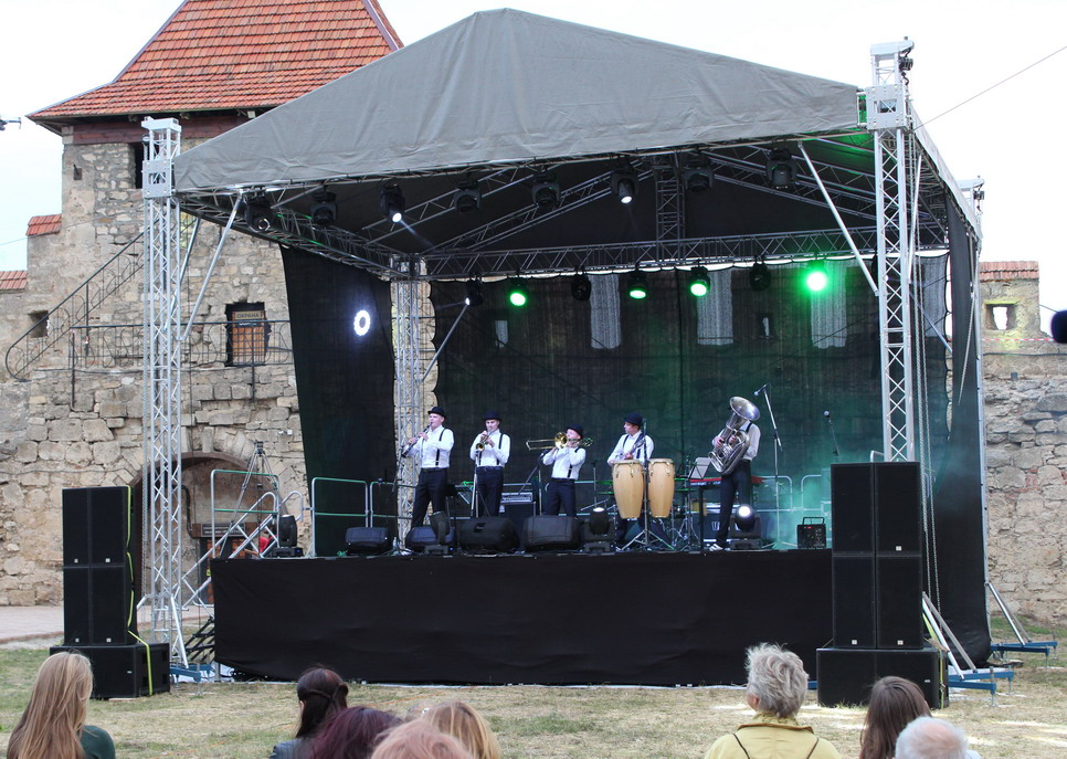 Название: Джазовый концерт в бендерской крепости.JPG Просмотры: 3668  Размер: 246.9 Кб