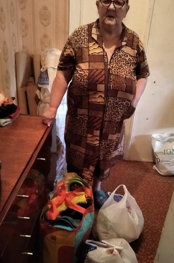 Название: 2. Вручение подарка бабушке.jpg Просмотры: 208  Размер: 172.8 Кб