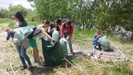 Нажмите на изображение для увеличения Название: Дети убирают мусор.jpg Просмотры: 272 Размер:159.6 Кб ID:21747