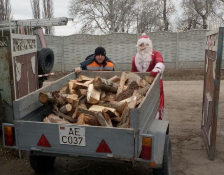 Название: Дед мороз и дрова.jpg Просмотры: 175  Размер: 117.1 Кб