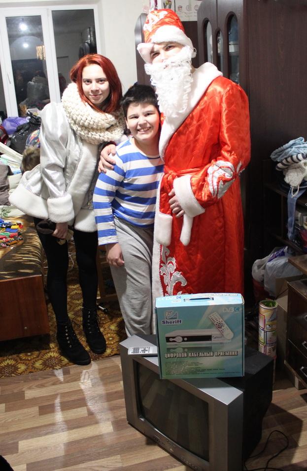 Название: 19Т-Дмитрий-инвалид-Телевизор-Тирасполь-вручение-подарка.JPG Просмотры: 171  Размер: 241.5 Кб
