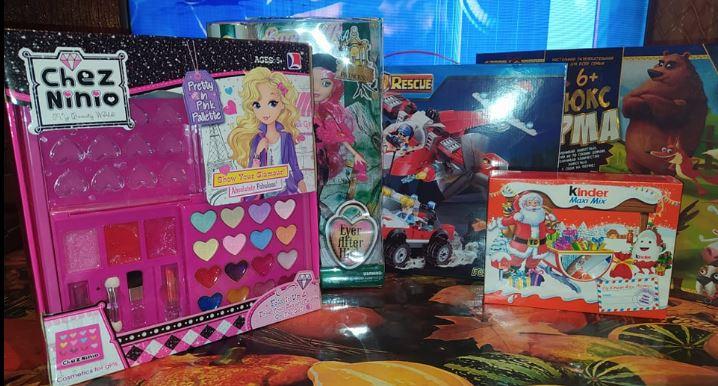 Название: Кукла, киндер, косметика и лего.JPG Просмотры: 149  Размер: 80.8 Кб