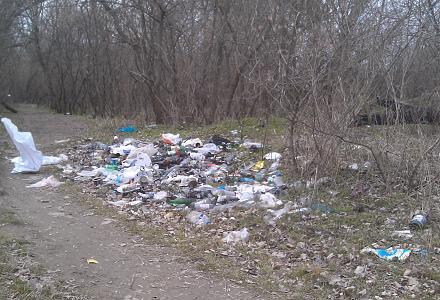 Нажмите на изображение для увеличения Название: Свалка мусора на берегу Днестра.jpg Просмотры: 266 Размер:144.9 Кб ID:21196
