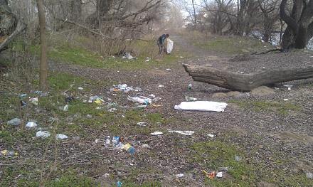 Нажмите на изображение для увеличения Название: Типичный берег Днестра в мусоре.jpg Просмотры: 273 Размер:126.2 Кб ID:21198