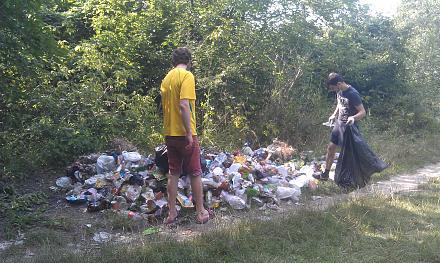 Нажмите на изображение для увеличения Название: Игорь и Стас собирают мусор.jpg Просмотры: 179 Размер:155.7 Кб ID:22652
