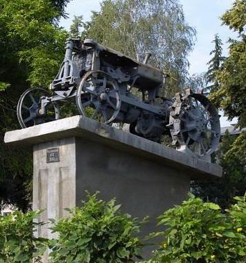 Название: Трактор в селе Рашково.jpg Просмотры: 1381  Размер: 65.2 Кб