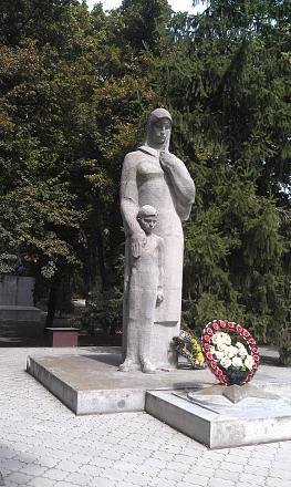 Нажмите на изображение для увеличения Название: Статуя женщины с ребенком.jpg Просмотры: 627 Размер:125.0 Кб ID:16858