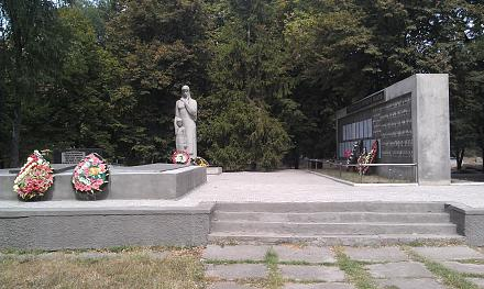Нажмите на изображение для увеличения Название: Братская могила в с. Чобручи.jpg Просмотры: 651 Размер:122.5 Кб ID:16860