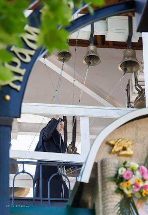Нажмите на изображение для увеличения Название: Монахиня бъет в колокола.jpg Просмотры: 327 Размер:77.7 Кб ID:19250