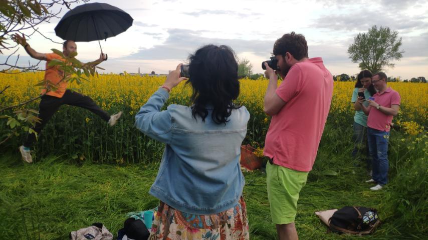 Название: Фотосессия в желтом поле.jpg Просмотры: 112  Размер: 70.8 Кб