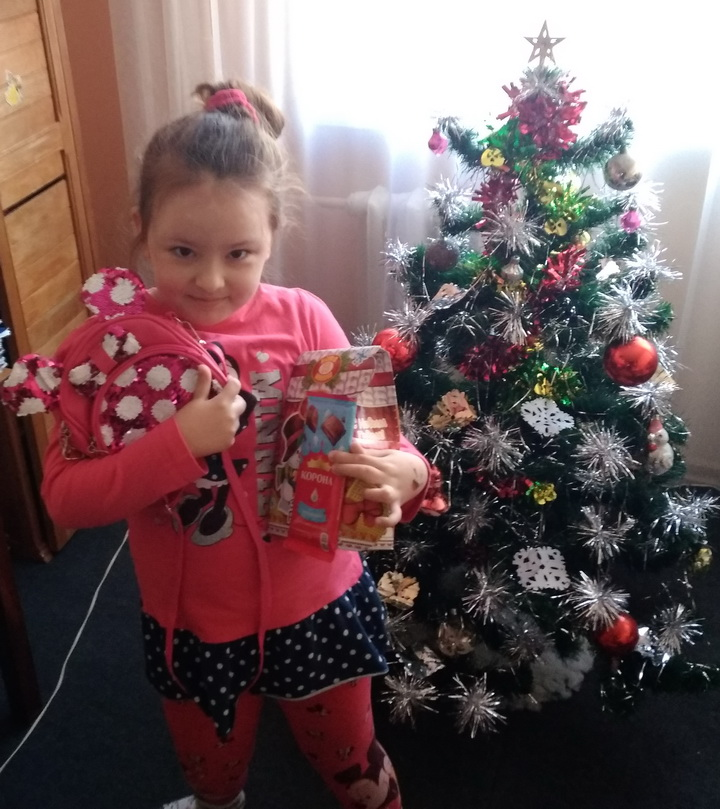 Название: 8Т Девочка Инвалид Ева, 7 лет - рюкзак и сладости.jpg Просмотры: 471  Размер: 198.4 Кб