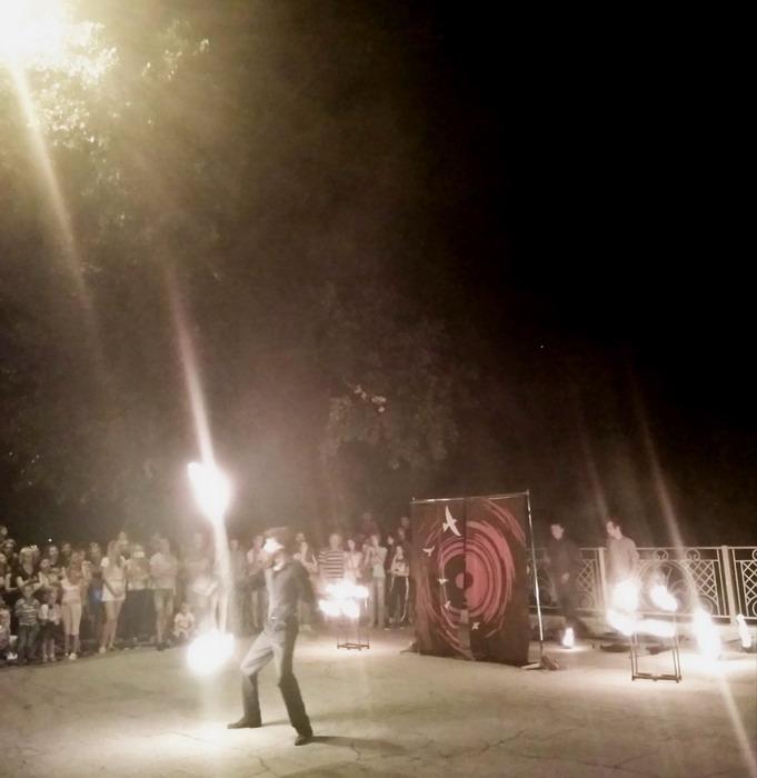 Название: Огненное шоу в Тирасполе.jpg Просмотры: 214  Размер: 79.7 Кб