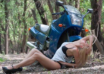 Нажмите на изображение для увеличения Название: Девушка и мотоцикл.jpg Просмотры: 359 Размер:85.9 Кб ID:9432