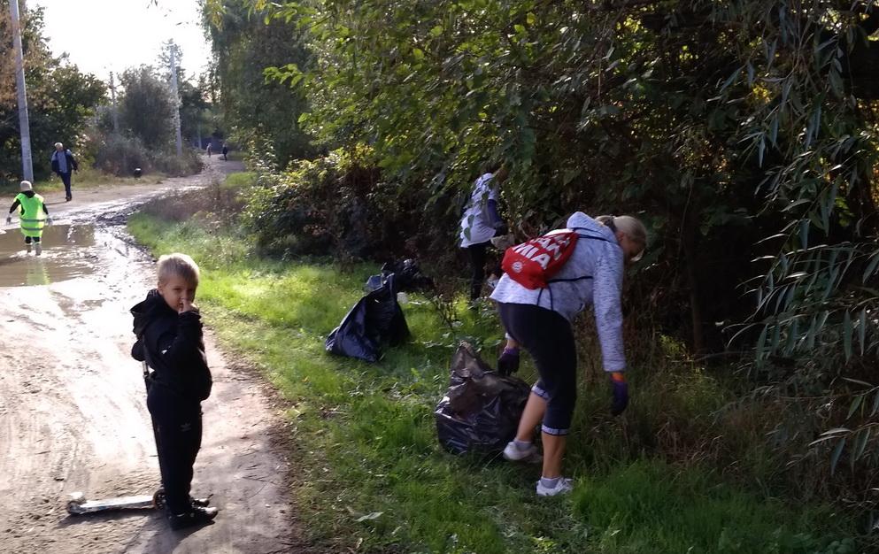 Название: Волонтеры убирают мусор - ручей Лиманный.jpg Просмотры: 10  Размер: 300.2 Кб
