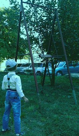 Нажмите на изображение для увеличения Название: Детские качели в Бендерах.jpg Просмотры: 436 Размер:80.2 Кб ID:14640