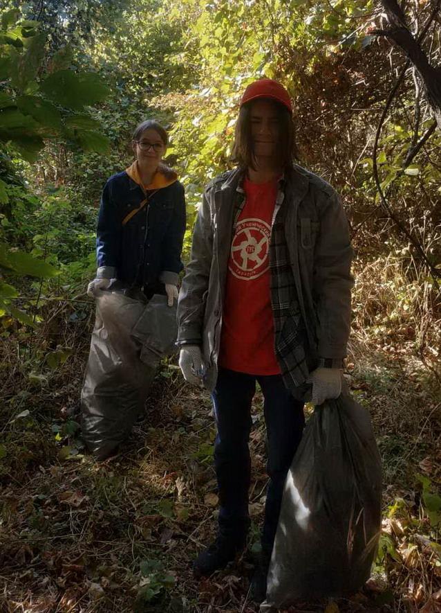 Название: Студенты убирают мусор у Днестра.jpg Просмотры: 25  Размер: 222.6 Кб
