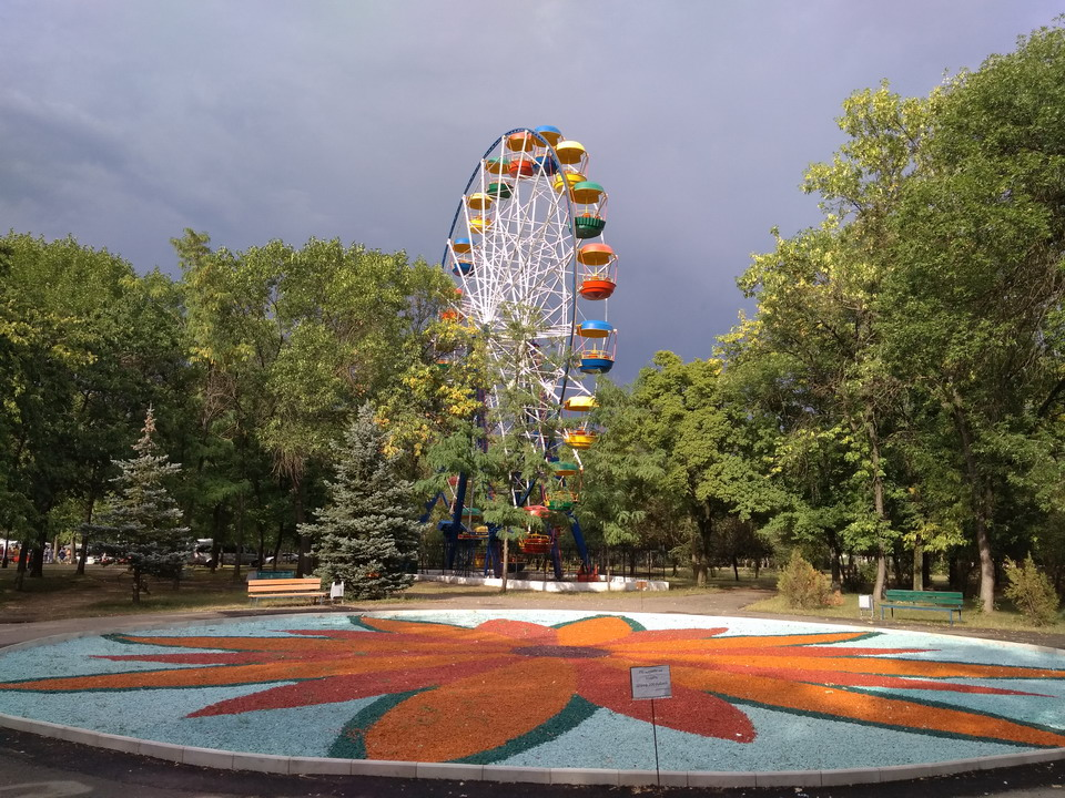 Название: Чертово колесо в Тирасполе.jpg Просмотры: 94  Размер: 280.9 Кб
