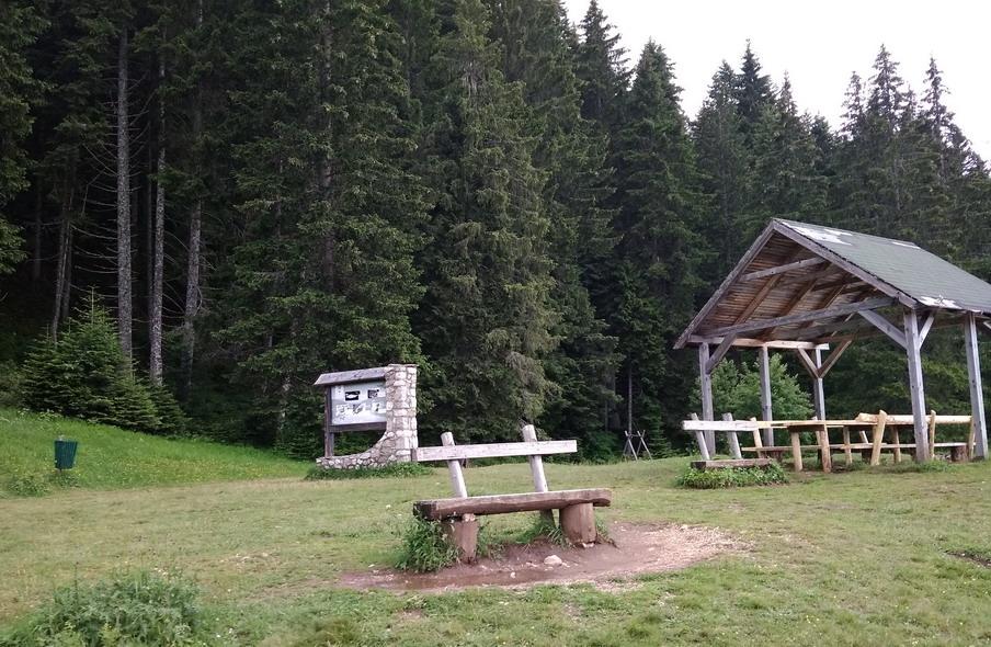 Название: Берег озера в Черногории.jpg Просмотры: 72  Размер: 233.8 Кб